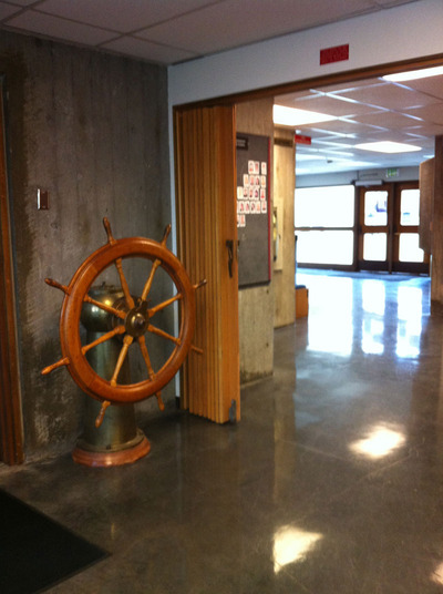 UW Ship Wheel