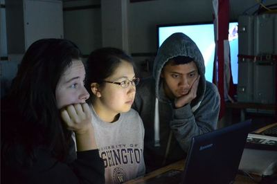 UW Students in Subsea Observatory Setup